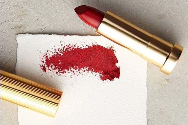 Holiday Makeup Hacks: Red Lips